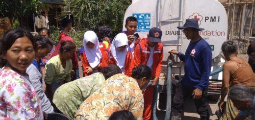 PMR Madya MTs Negeri 2 Brebes Membantu Suplai Air Bersih Bulakelor